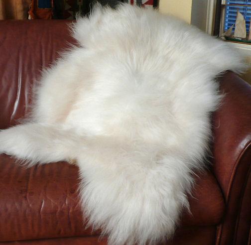 2. Vitt, lång ull